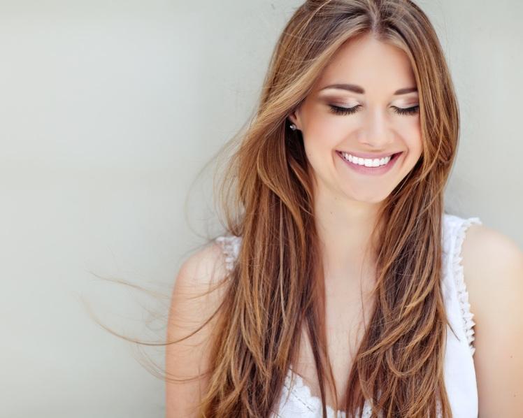 fLash_Model EyesClosed Smile